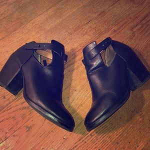 Size 7 Matiko leather chunk and ankle cutout boots